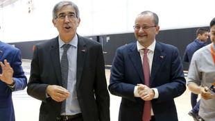 Bertomeu, director ejecutivo de la Euroliga, y Baumann, secretario...