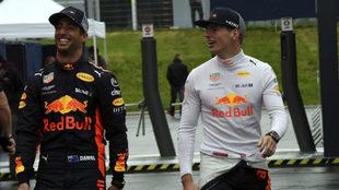 Ricciardo y Verstappen.