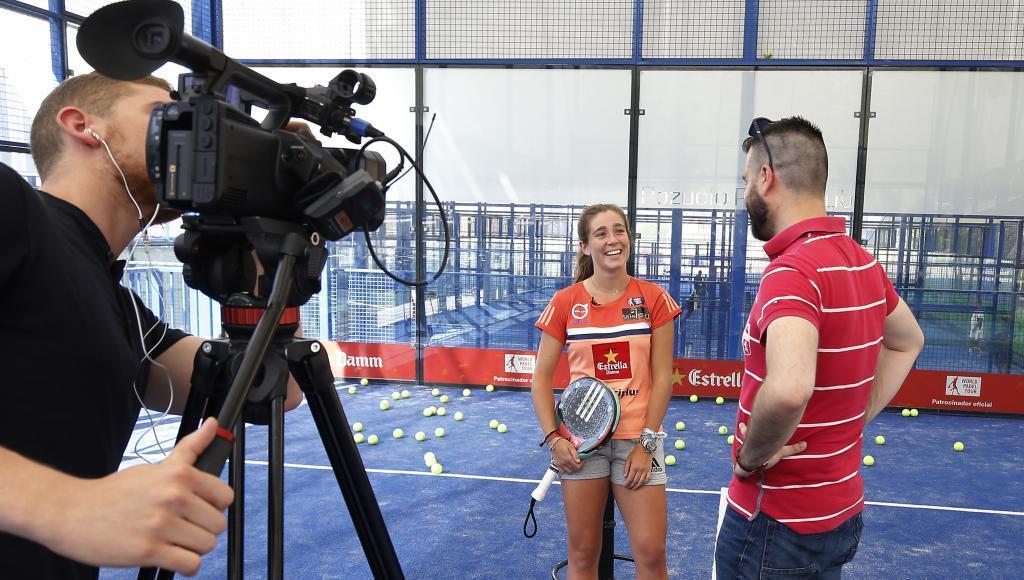 Marta Ortega durante un reportaje con MARCA en el Pozuelo Padel Club.