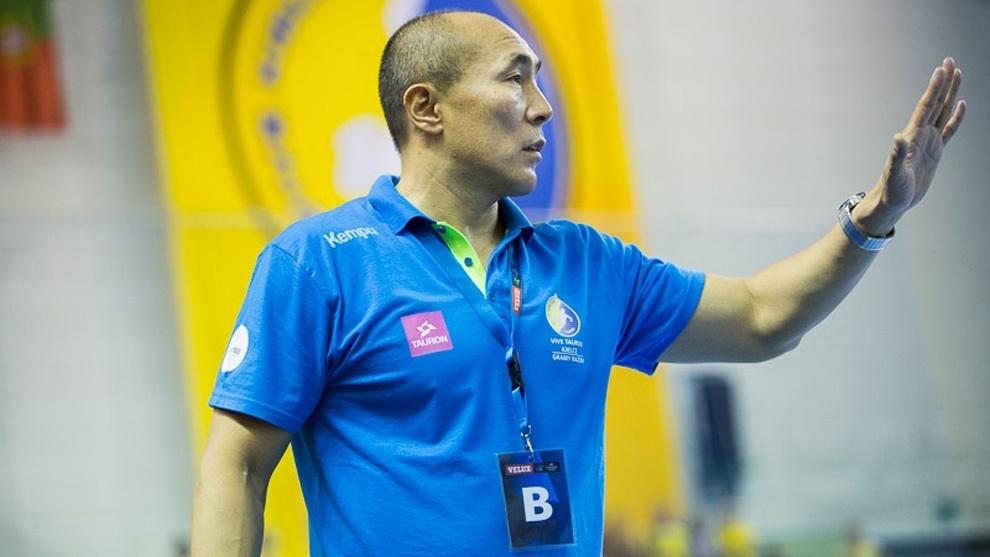 El técnico español Talant Dujshebaev durante un partido con el...