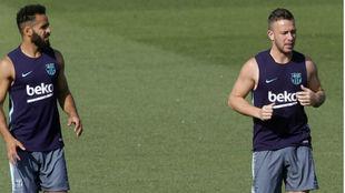 Arthur, junto a Douglas, durante un entrenamiento
