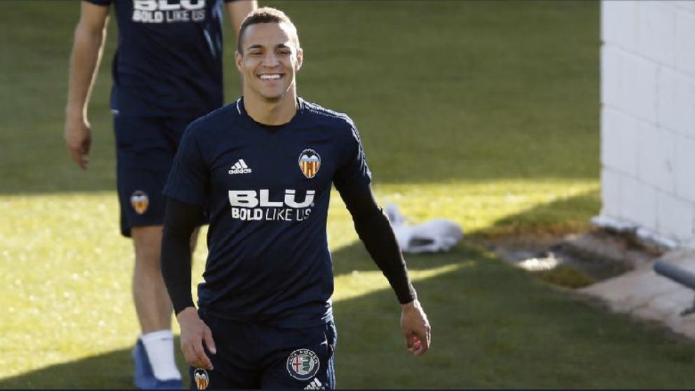 Rodrigo, en un entrenamiento con el Valencia la pasada temporada.