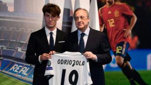Florentino posa con Odriozola.