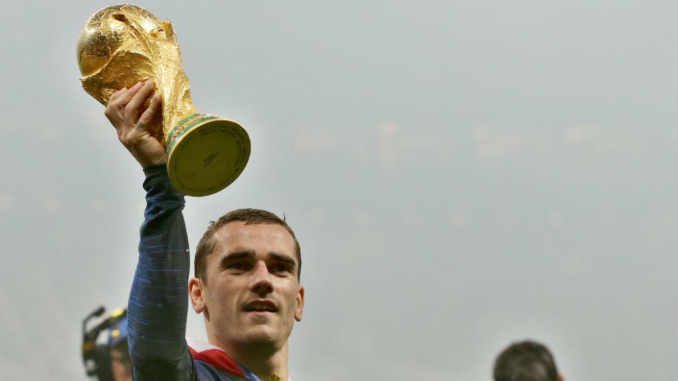 Griezmann, con la Copa del Mundo.