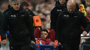 Oxlade se retira lesionado del duelo de Champions ante la Roma.