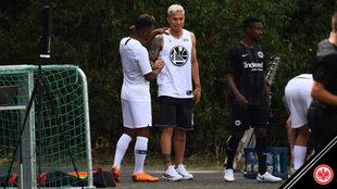 Salcedo en entrenamiento con el Eintracht