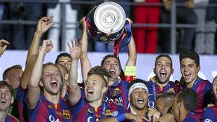 Xavi Hernandez of Barcelona lifts the Champions League trophy