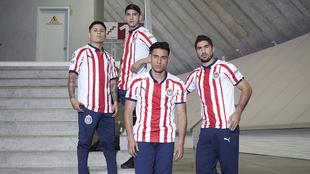 Chivas presenta su uniforme.