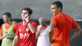 Marcelino junto a Rodrigo durante un entrenamiento.