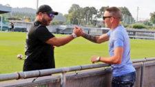 Iago Aspas saludando a Antonio Mohamed, entrenador del Celta.