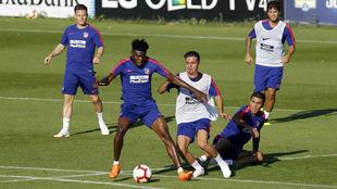 Los jugadores del Atlético, durante un entrenamiento.