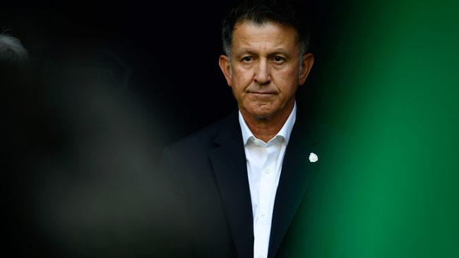 Juan Carlos Osorio durante el partido de octavos de final del Mundial...