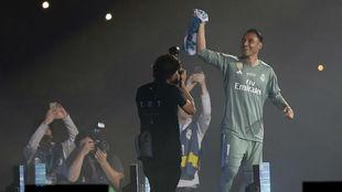 Keylor celebra la Decimotercera en el Bernabéu