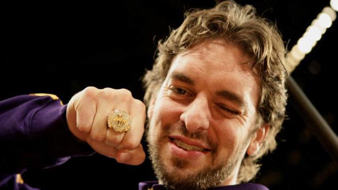 Pau Gasol, con el anillo de campeón de la NBA