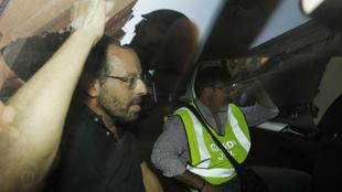 Sandro Rosell, en un traslado con la Guardia Civil.