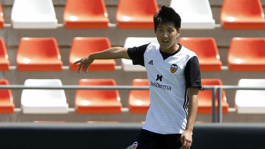 Kangin Lee, durante un partido con el juvenil valencianista.
