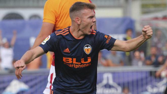 Toni Lato celebra el gol que anotó al Galatasaray.