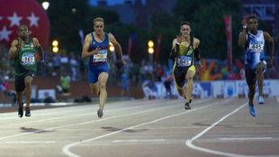 Los atletas, durante la final de los 100 metros