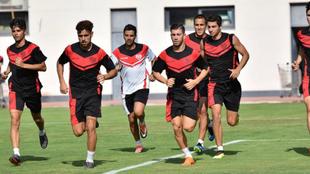 Los jugadores del Rayo Vallecano, durante un entrenamiento de...