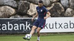 Etxeita entrenándose con el Athletic Club de Bilbao.