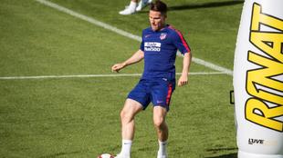 Gameiro, en un entrenamiento con el Atlético.