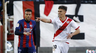 Velázquez celebra un gol frente al Huesca la temporada pasada