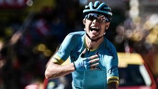 El danés Magnus Cort Nielsen celebra su primera victoria en el Tour.