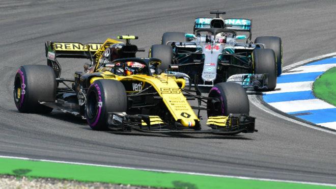 Sainz, con Hamilton detrás.