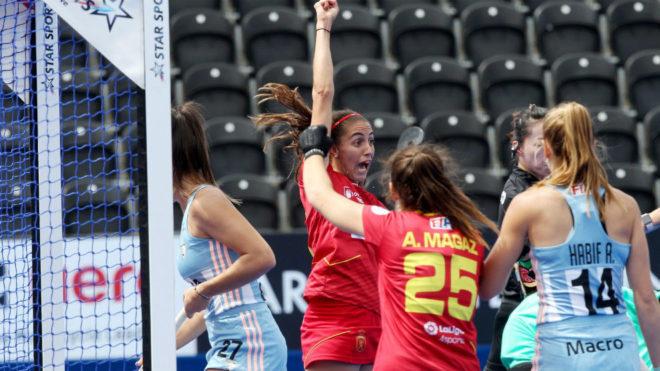 Carola Salvatella celebra el primer gol de España