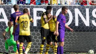 Pulisic celebrates scoring a goal against Liverpool