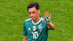 Özil, en su último partido con Alemania