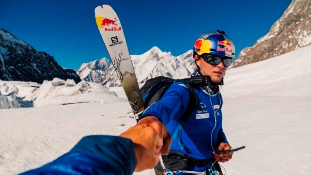 Bargiel se enfrentó a un descenso con esquís de más de 3.600 metros...
