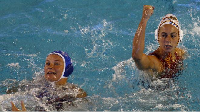 Bea Ortiz celebra uno de sus goles