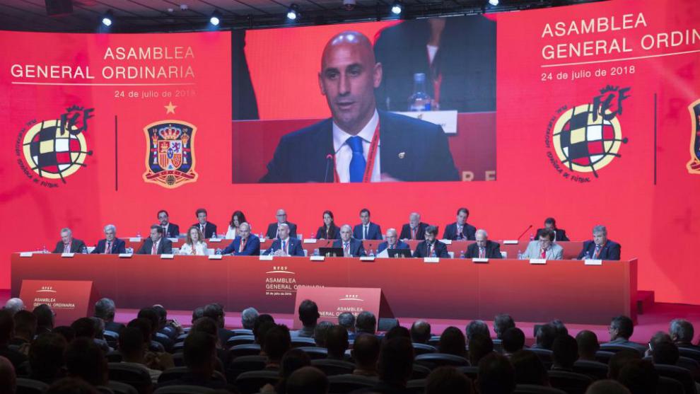 Luis Rubiales, durante un momento de la Asamblea de la RFEF