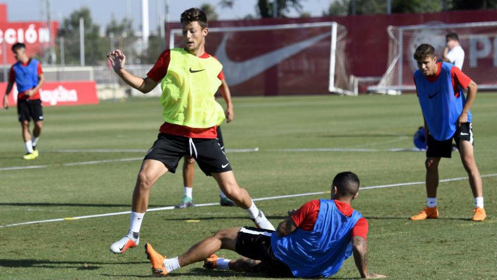 Marc Gual sigue entrenándose con el Sevilla.