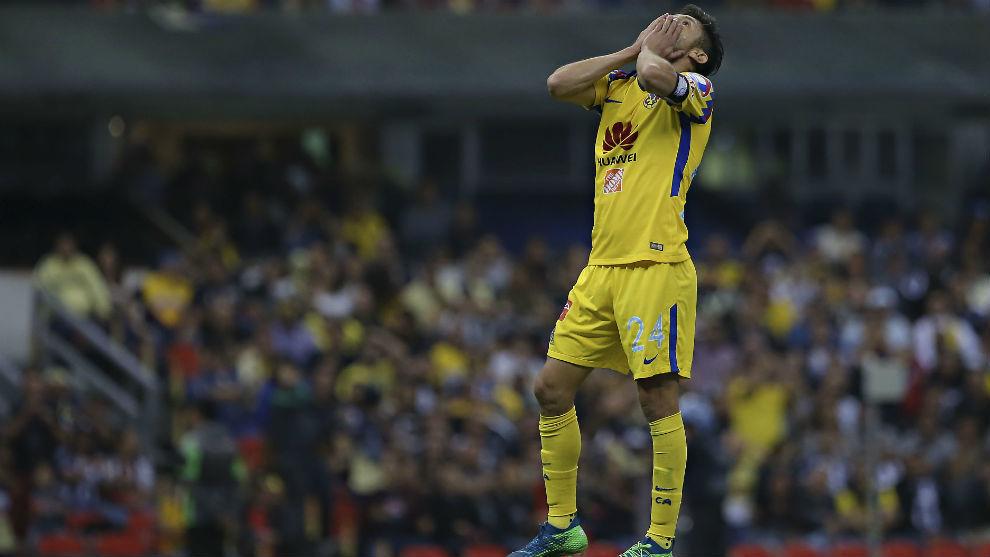 Oribe peralta se lamenta durante un juego del Clausura 2018.