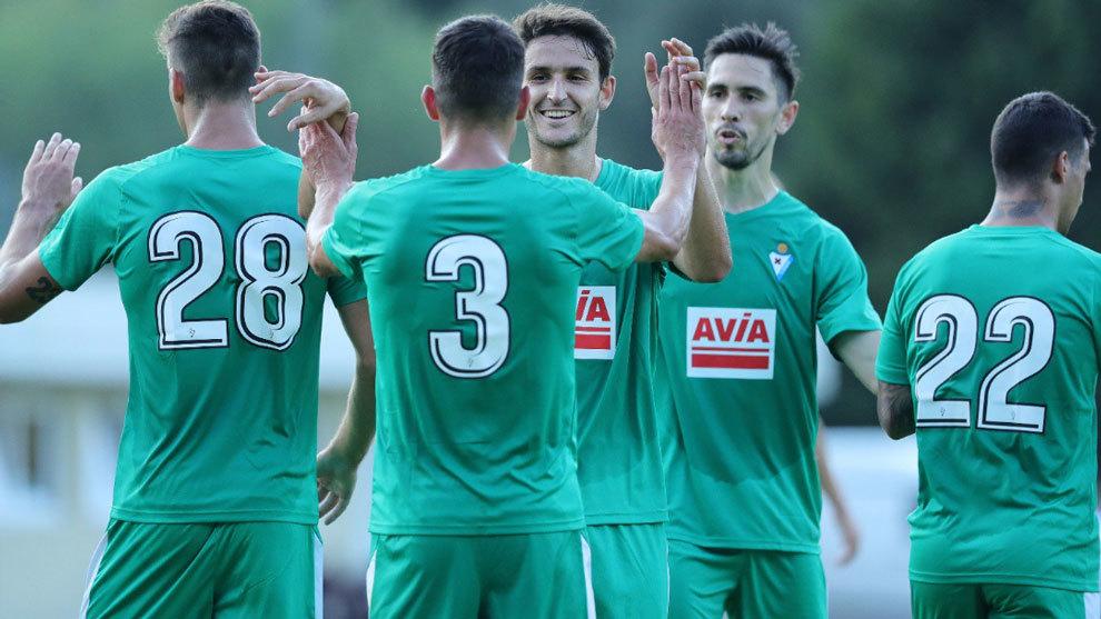 El Eibar celebrando la victoria ante el Swansea