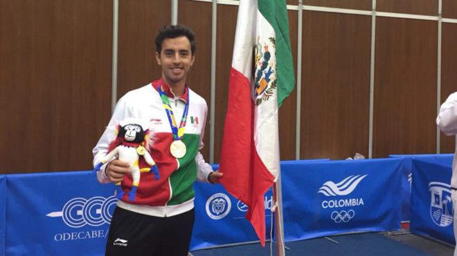 Marcos Madrid celebra la victoria en el tenis de mesa.