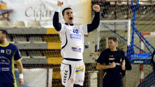 Dimitrievski celebra un gol con el Ademar