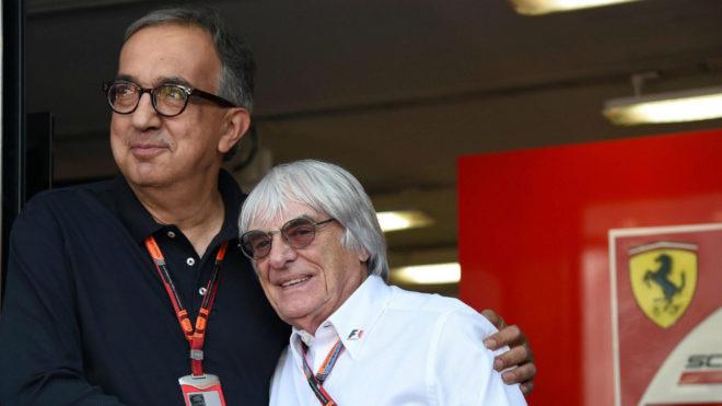 Marchionne abraza a Ecclestone.