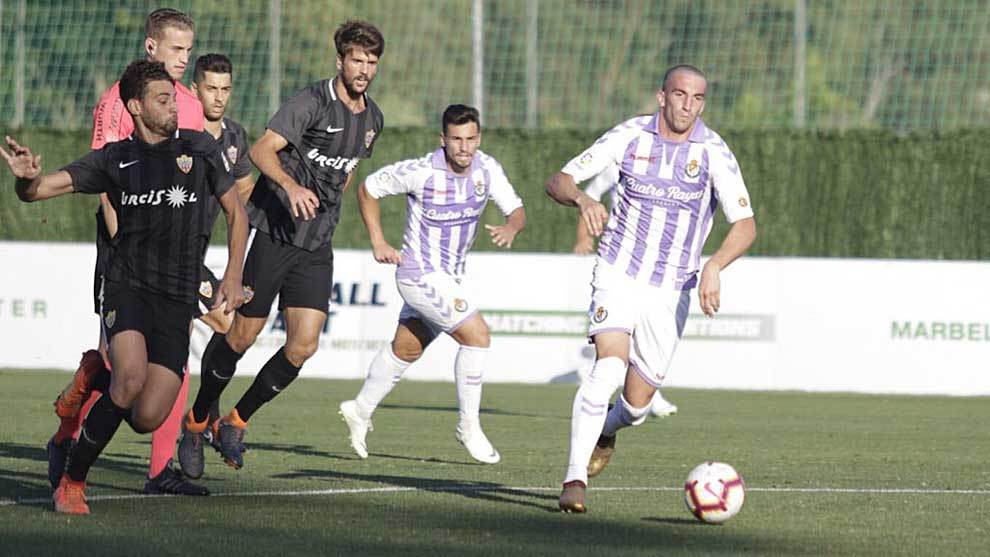 Una imagen del amistoso entre Almería y Valladolid y el Marbella...
