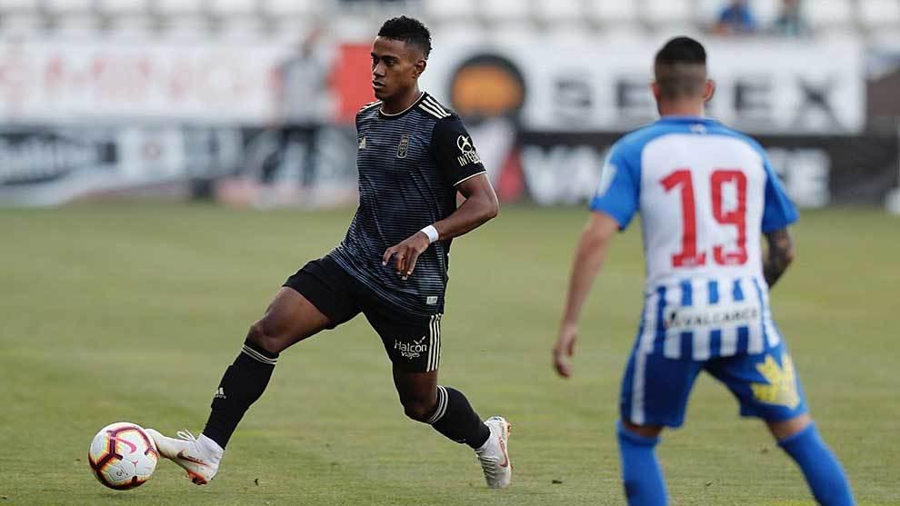 Yoel Bárcenas debutó con la camiseta del Oviedo en El Toralín