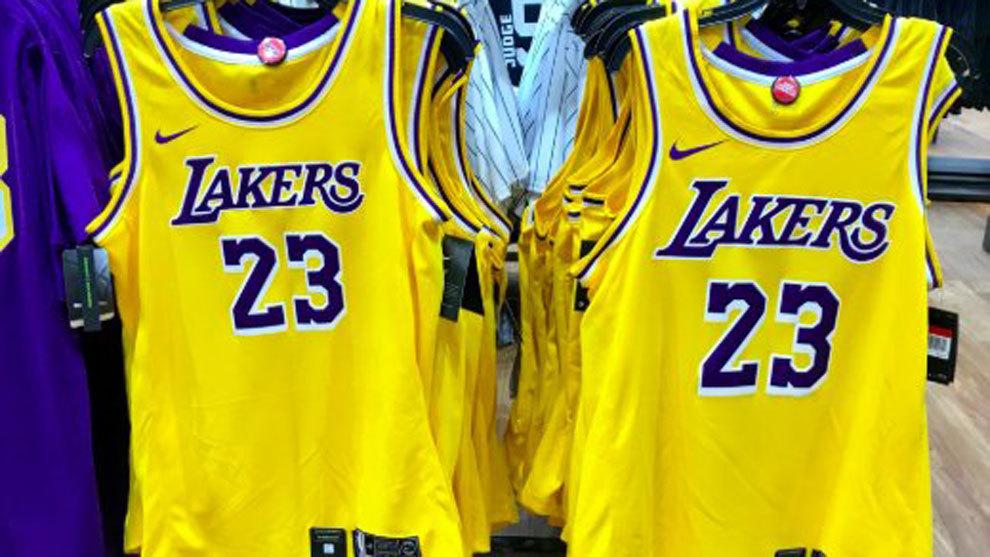 23cecf87e NBASe  filtra  el nuevo uniforme del equipo que recupera la esencia de los  80