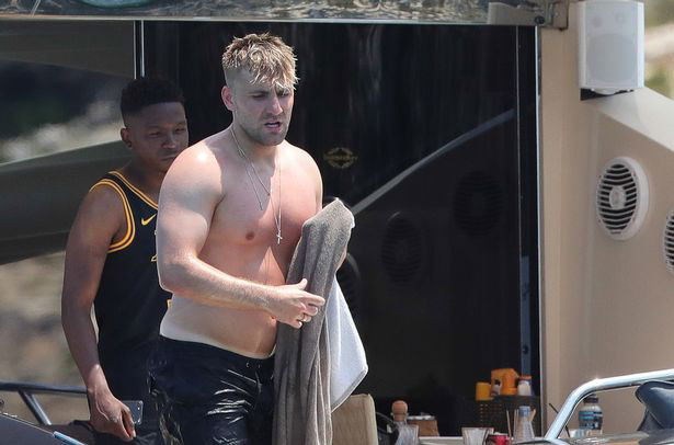 Luke Shaw appears to lack conditioning heading into pre-season