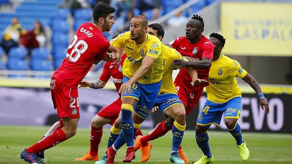 Barri intenta zafarse del marcaje de Gálvez en el Las Palmas-Getafe...