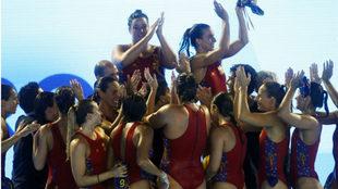Las jugadoras españolas agradecen a los aficionados su apoyo durante...