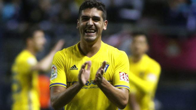 Garrido aplaude en un partido.