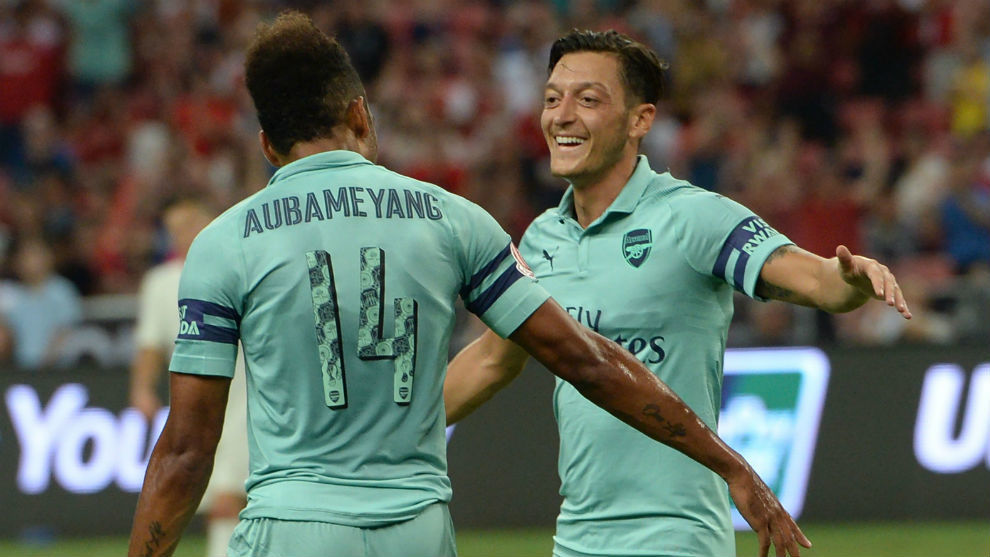 Ozil shines on return as Arsenal crush PSG 5-1 in Singapore