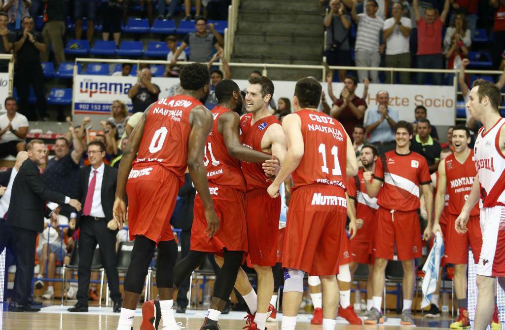 Los jugadores del Fuenlabrada celebran un triunfo durante la pasada...