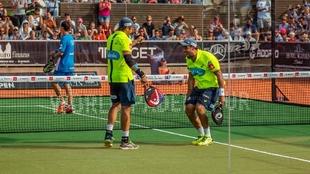 Belasteguín y Lima celebran la victoria.